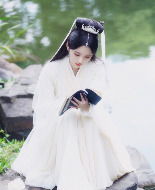 倚天屠龙记, 新白娘子传奇, 杨紫, 陈钰琪, 鞠婧祎, 香蜜沉沉烬如霜