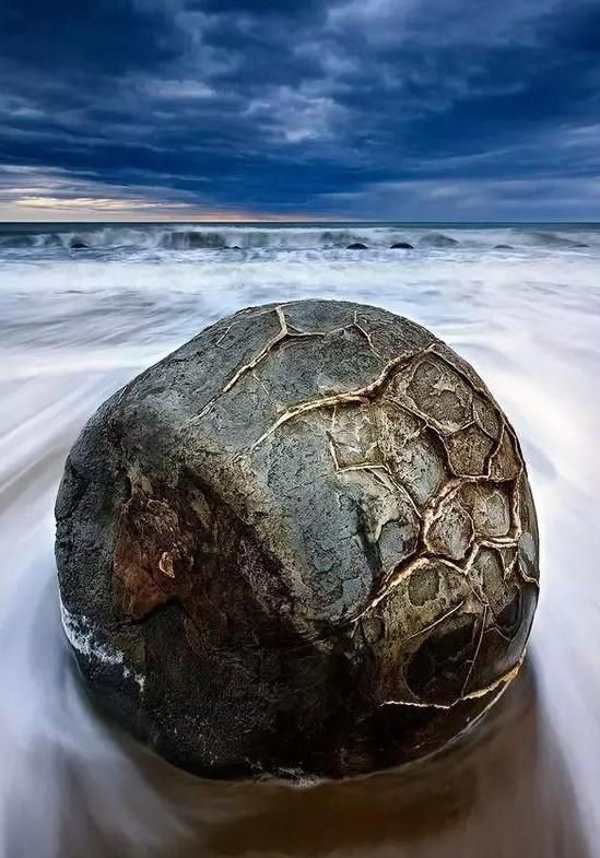 新西兰的莫埃拉基巨卵石