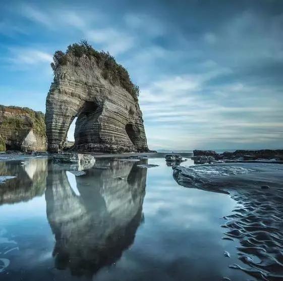 新西兰黄金湾上的大象岩