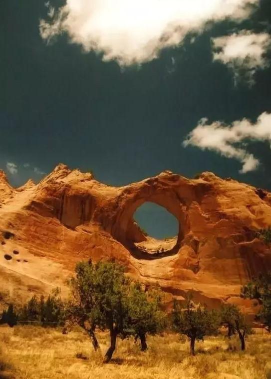 美国亚利桑那州一处天然形成的天窗
