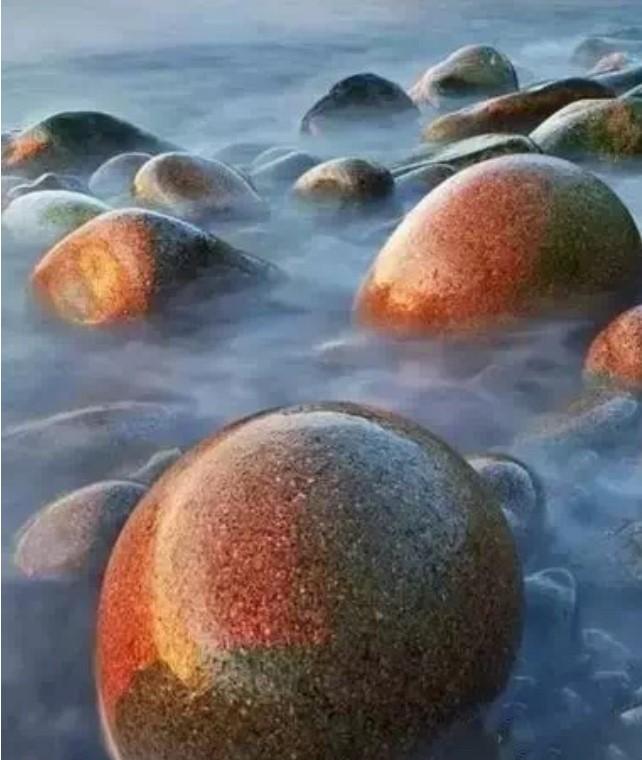 美国缅因州水獭崖边上的神秘巨石