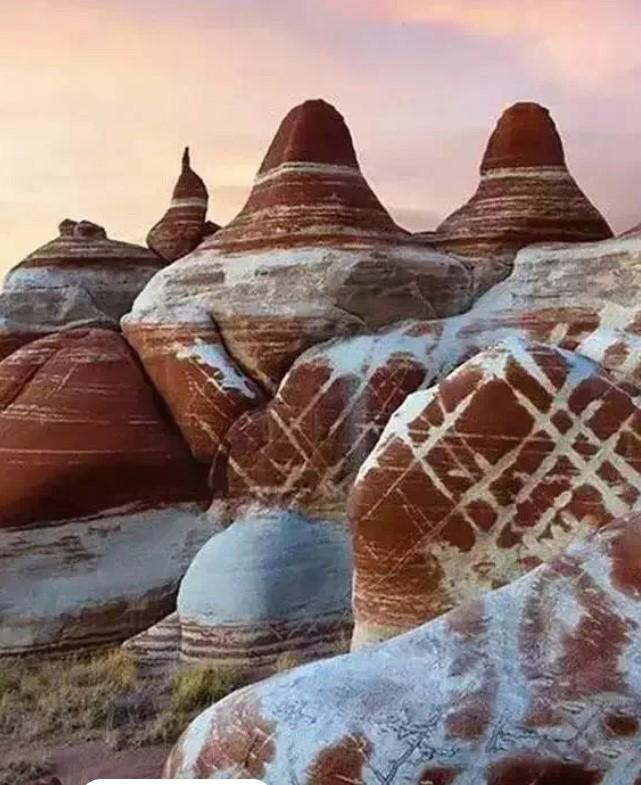 美国亚利桑那州蓝谷里一道道神秘的痕迹