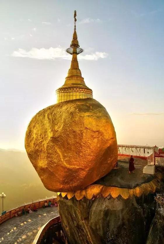 缅甸的金岩石