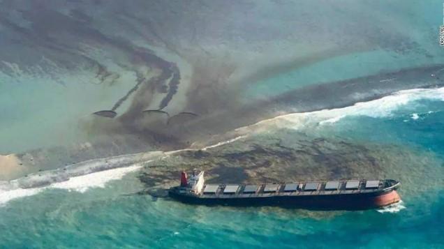 一起触礁搁浅导致漏油