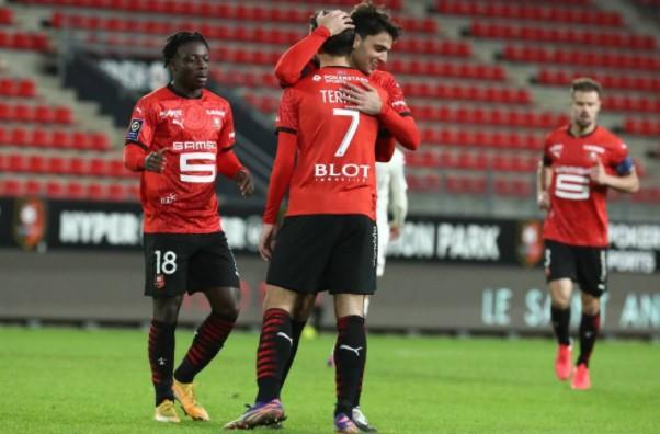 得益於連續第四次取得勝利(對梅斯,1-0),斯塔德•雷納尼斯(Stade Rennais)接近領獎台,而在桌底時,蘭斯(Reims)在三天之內簽下了第二場胜利,為他注入了新的生命。