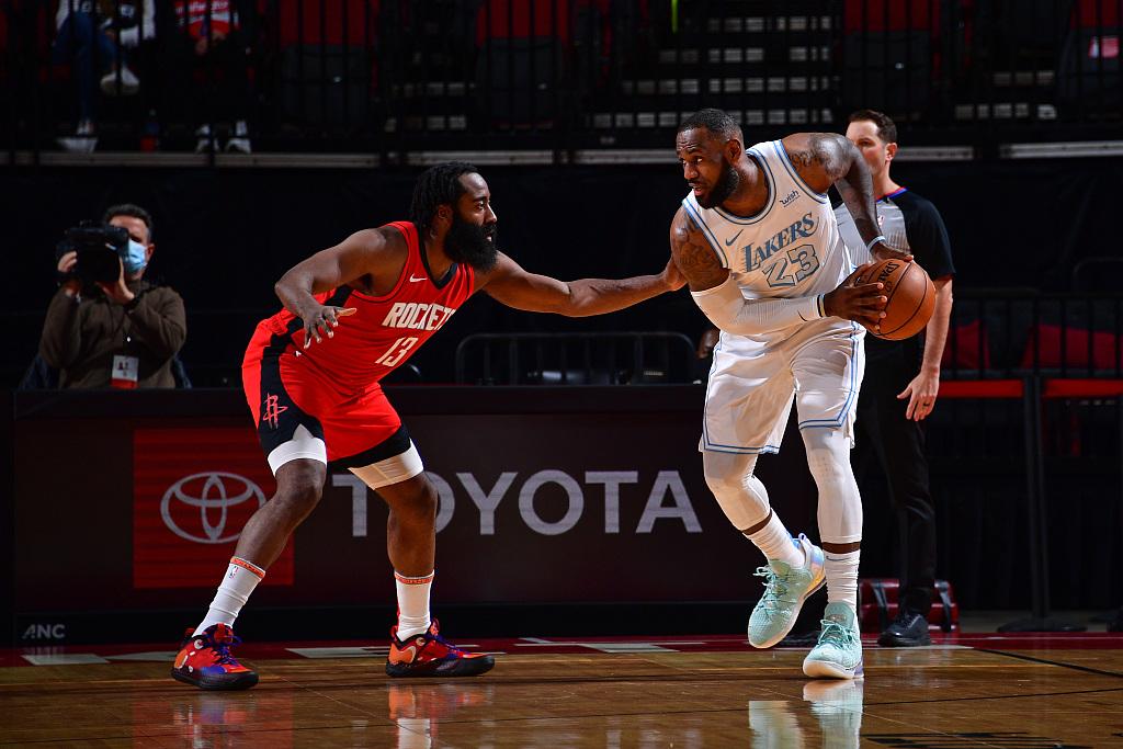 NBA常规赛湖人120比102轻取火箭