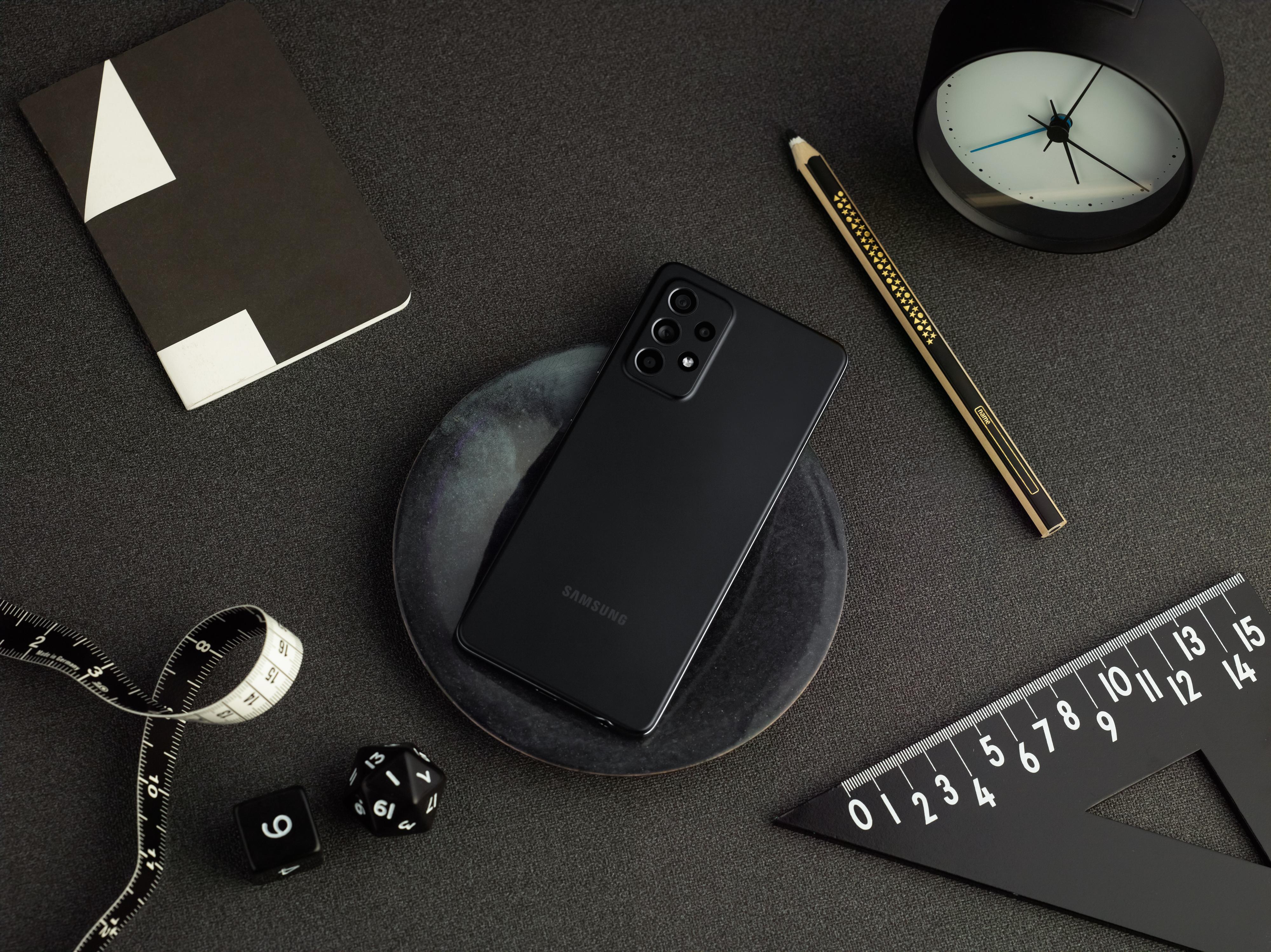 Samsung发表三款中阶机