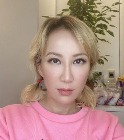 李玟83岁妈妈